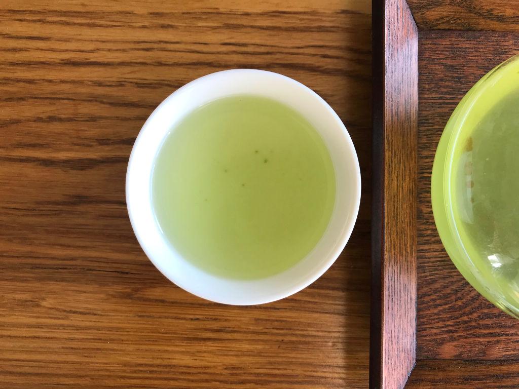 primera infusión de té verde con arroz tostado